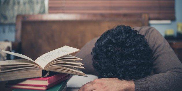 ¿Por qué me duermo cuando leo?